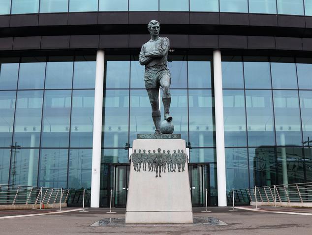 Top 6 tượng đồng vĩ đại của bóng đá thế giới - Bóng Đá