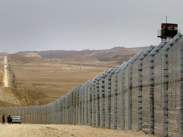 israel-egypt-border-fence.jpg