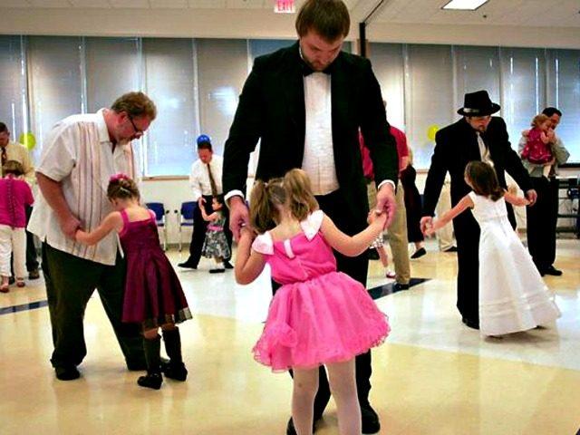 https://i0.wp.com/media.breitbart.com/media/2017/03/Father-Daughter-Dance-AP-640x480.jpg