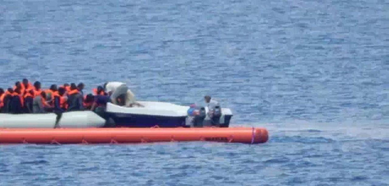https://i0.wp.com/media.breitbart.com/media/2017/08/Fluechtlingshilfsschiff-Iuventa-nimmt-Fluechtlinge-an-Bord-3.jpg