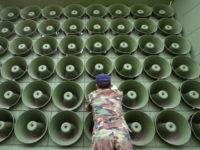 A South Korean soldier takes down a battery of propaganda loudspeakers on the border with North Korea in Paju on 16 June 2004 in Paju, South Korea. The removal of the propaganda devices along the world?s last Cold War frontier follows on from the inter-Korean summit accord which was reached in 2000. (Photo by Chung Sung-Jun/Getty Images)