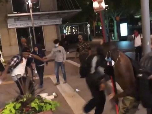 Далас Ман претепал скоро до смрт од толпа народ на протестот на Georgeорџ Флојд. (Фото: Скриншот на Твитер / Блаже ТВ / @ Илија Шафер)