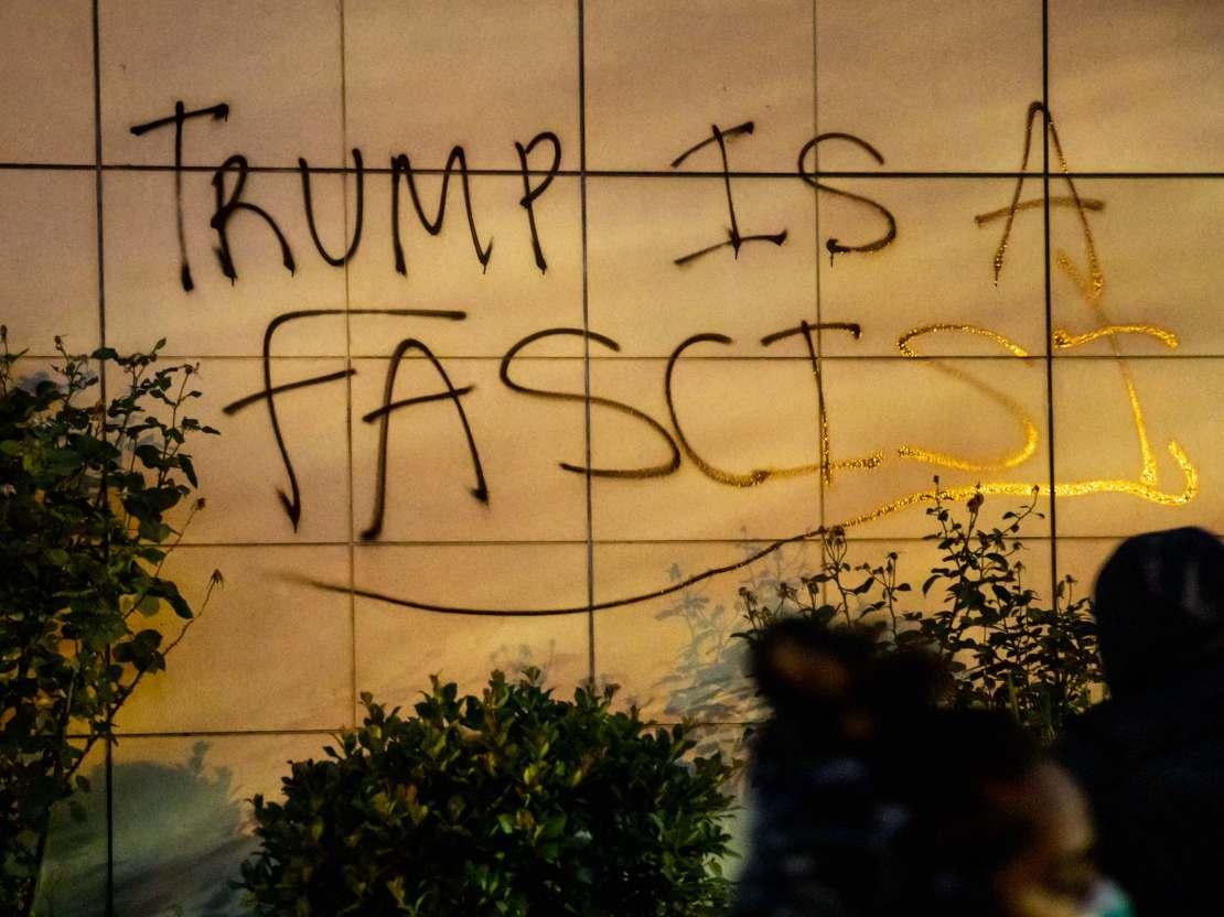 Trump fascist graffiti Oakland (Natasha Moustache / Getty)