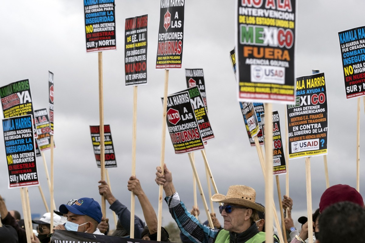 , Migrants Protest Kamala Harris Visiting Mexico: 'Stop Deportations', Nzuchi Times Breitbart