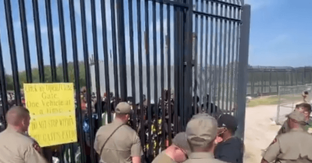 , WATCH: State Troopers Hold Back Migrant Border Rush in Texas, Nzuchi Times Breitbart