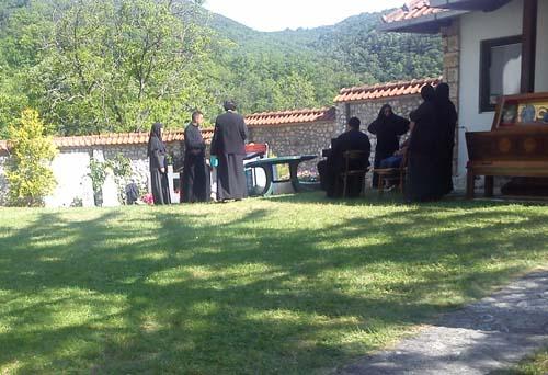 Manastir Ćelije 2014 iskopavanje moštiju Sv Justina Novog Ćelijskog 0001