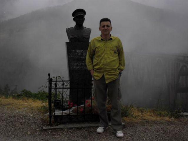 Споменик поручнику Жугићу и Игор Војиновић