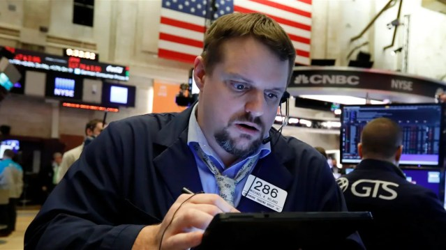 Quelles sont les similitudes entre les cours boursiers d'aujourd'hui et ceux de 1929, 1999 et 2007 ?
