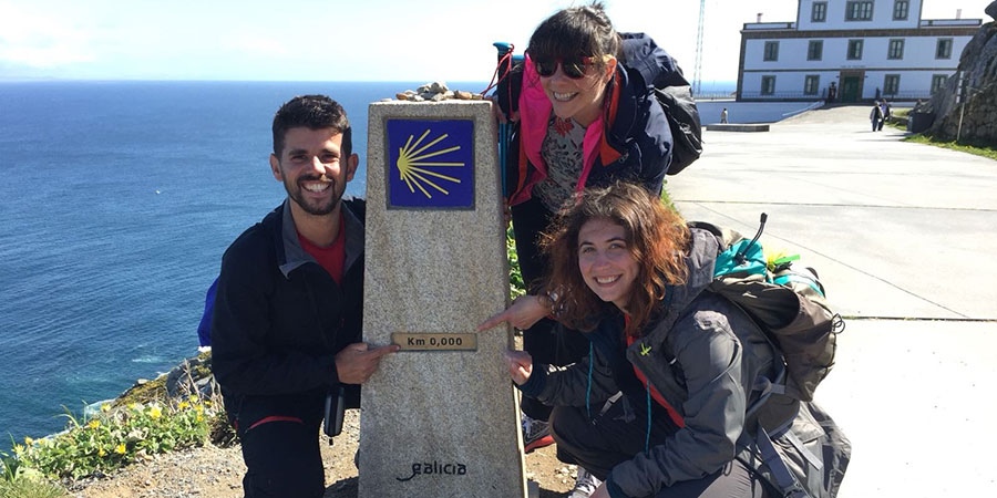 529c70ef-pilgrims-fisterra-camino-de-san