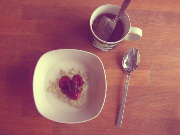 havregrynsgröt med jordgubbar frukost