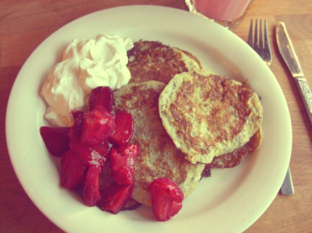 bananpannkakor med jordgubbar och kvarg