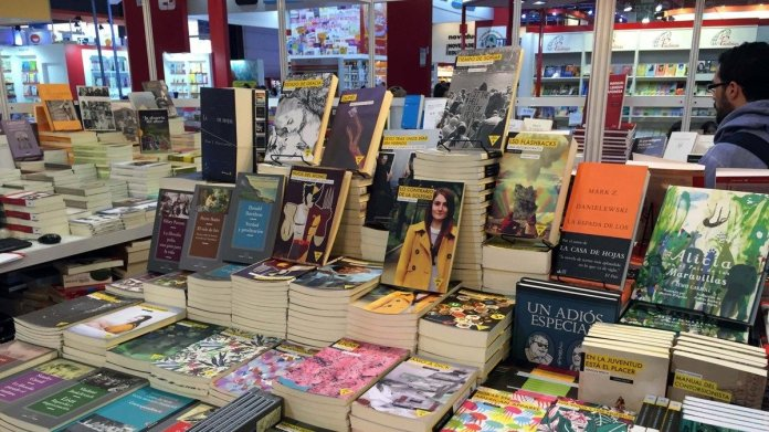 The bookstores that sell books in quarantine and you are the lead   Coronavirus in argentina