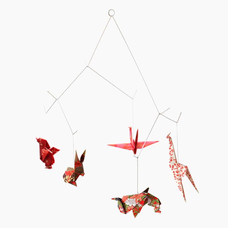 Mobile animaux origami - Chiyogami Rouge sur DesignfromParis.com
