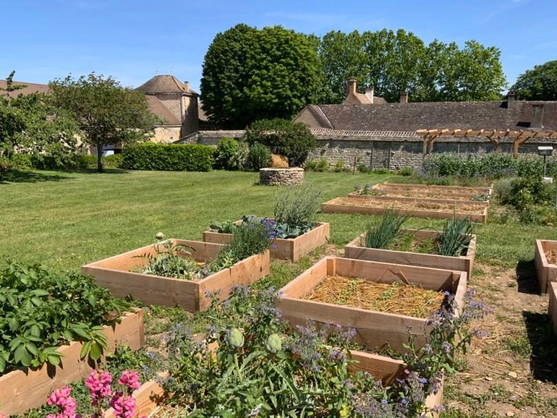 découvrir le chateau de messey son potager et ses vignes