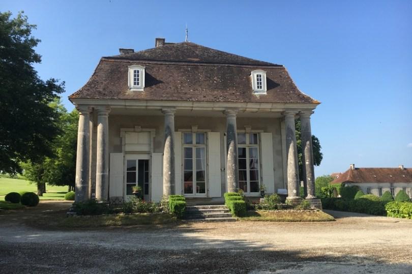 le chateau de villemorien en AUBE et l'une de ses dépendances