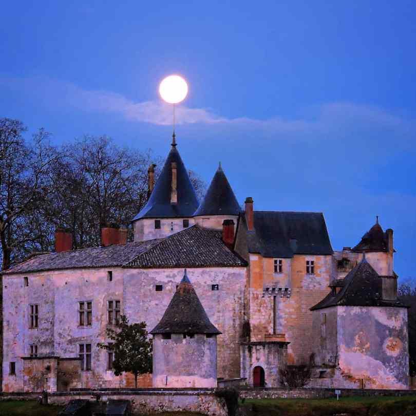 chateau de la Brède de nuit pour une histoire mystérieuse