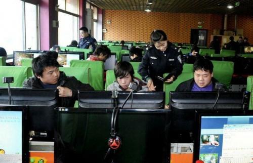 中國政府不遺餘力地監控互聯網,甚至一直意圖推行互聯網實名制。