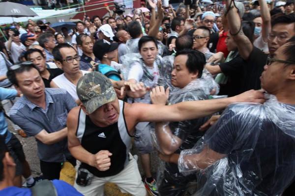 親中共流氓襲擊旺角佔領區