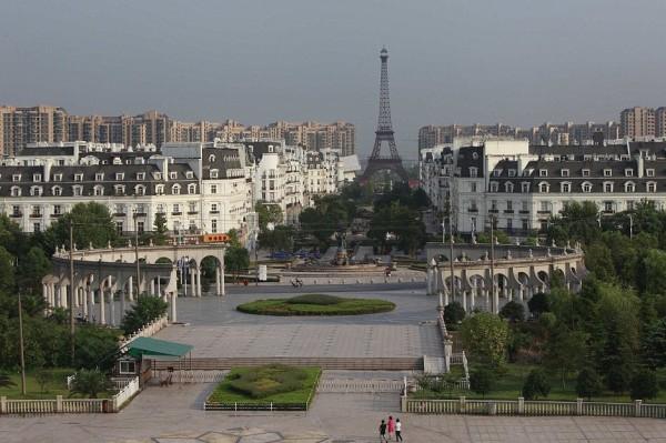 杭洲天都城是中國最大的一個鬼城之一