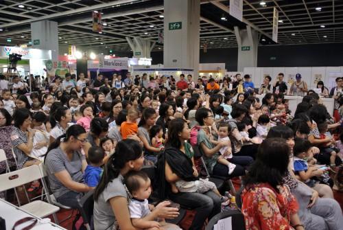 香港男士有薪侍產假在建制派多番阻礙下雖得通過,但仍大打折扣。