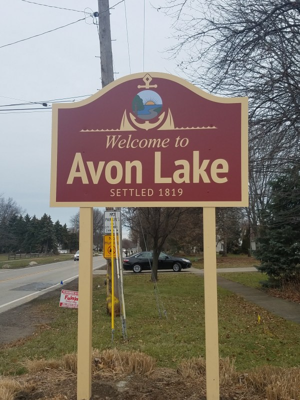 City Installs ' Avon Lake' Signs Short