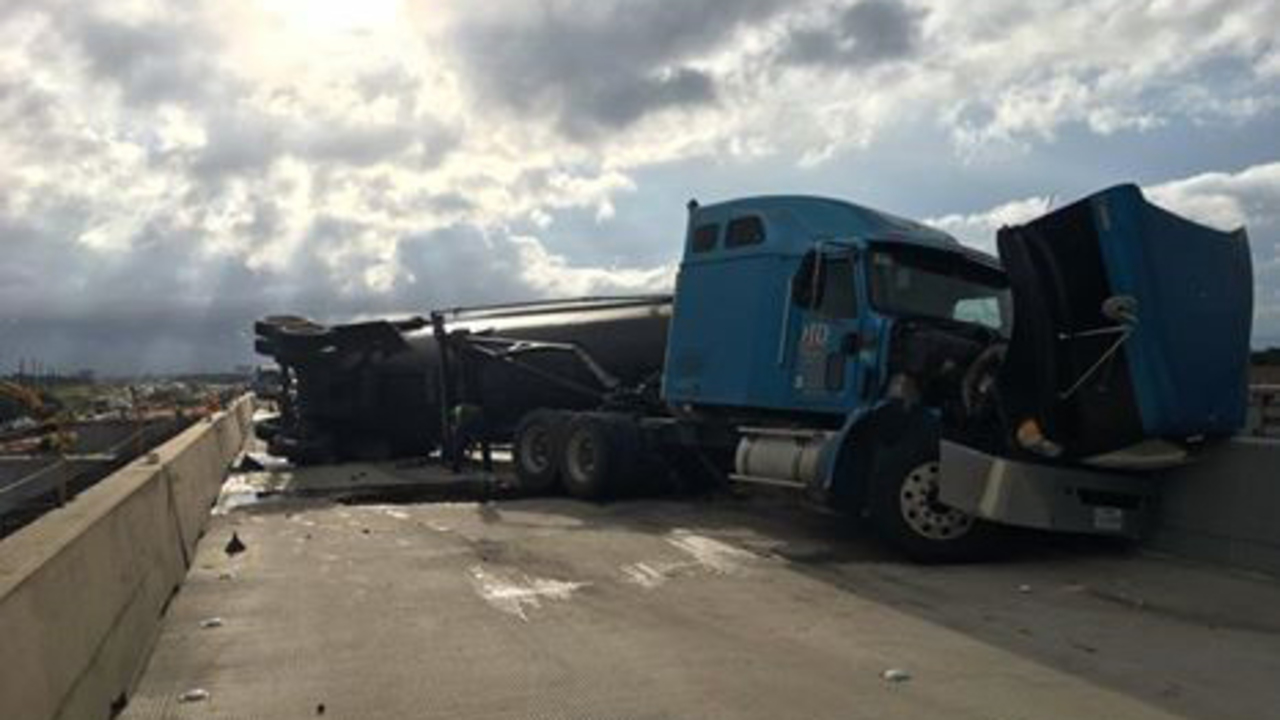 Big Rig Crash Closes Highway 59 Southbound At Fm 2218 In