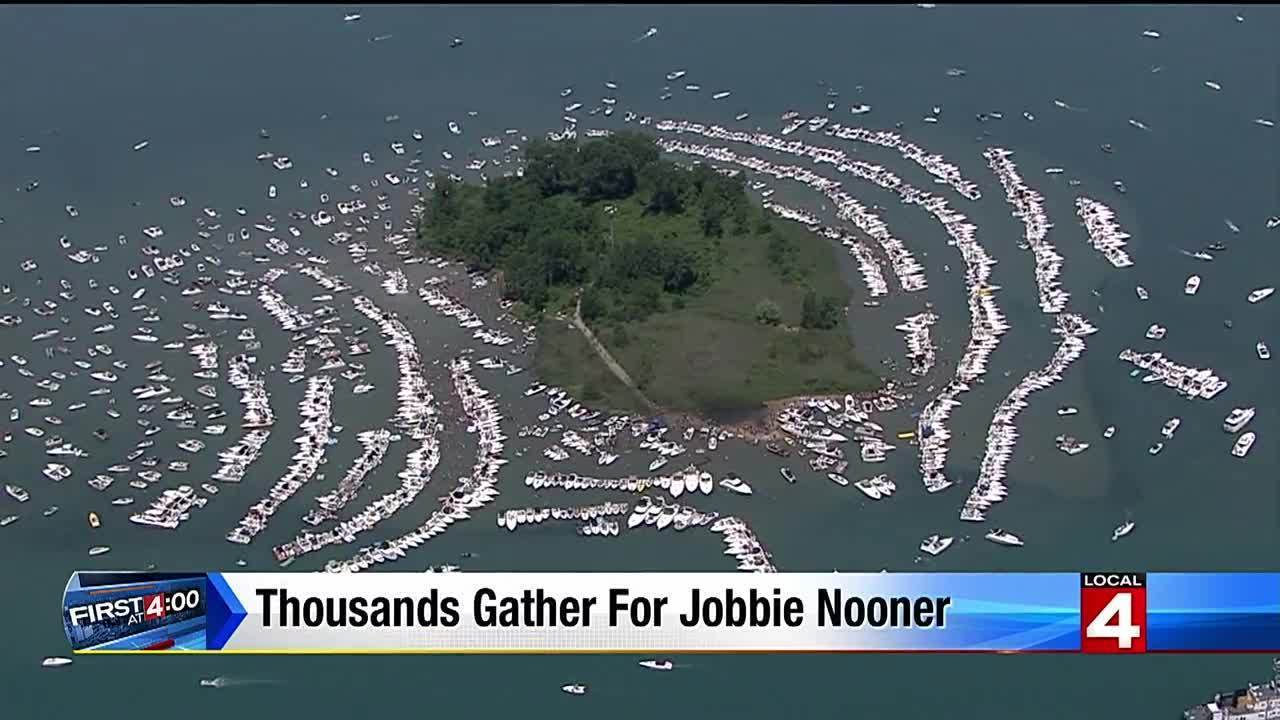 Video Thousands Gather Boats For Jobbie Nooner 2016 At
