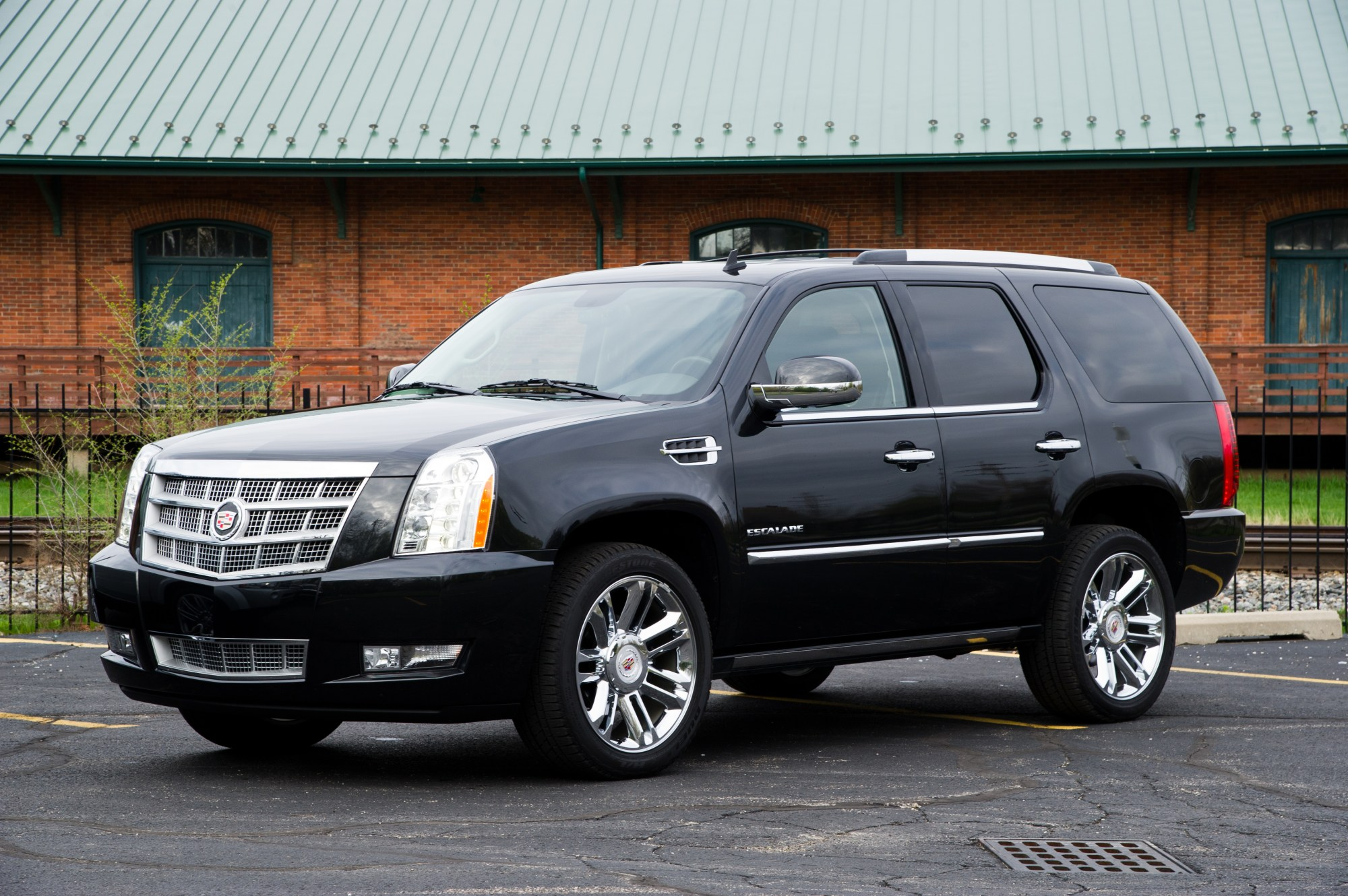 hight resolution of cadillac escalade platinum