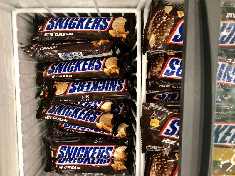Snickers si è scusato per l'annuncio.