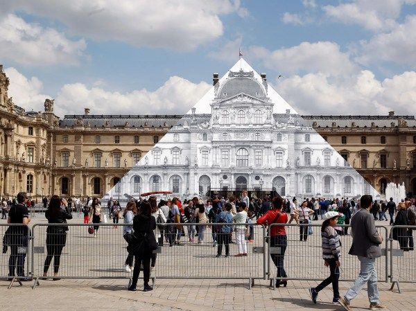 In Paris Artist Jr Makes Louvre Pyramid Disappear - Cond