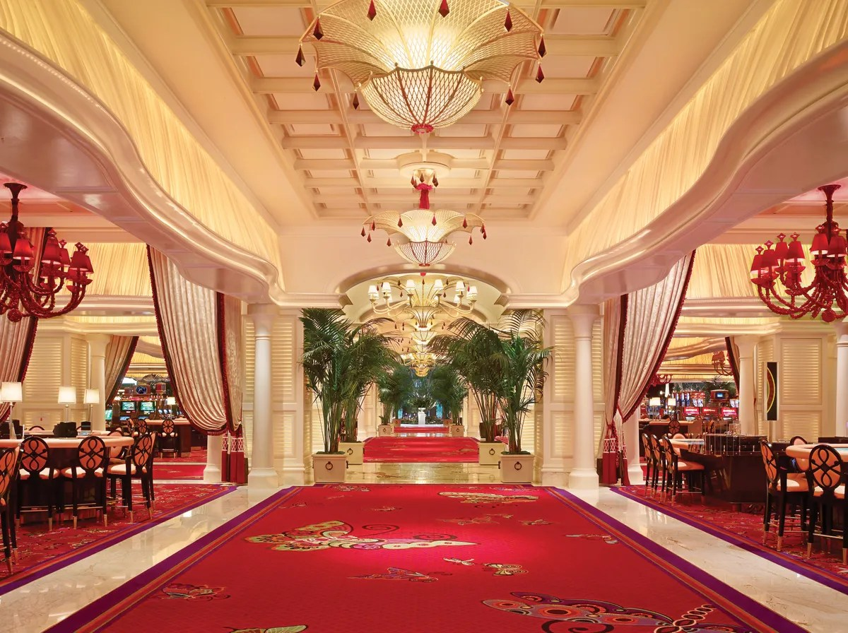 People Watching Wynn Las Vegas Casino Nv