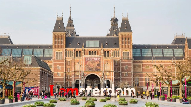 Amsterdam Cracks Down on Mass Tourism (Again) By Removing Famous ...