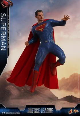 Hot Toys JL Superman (13)