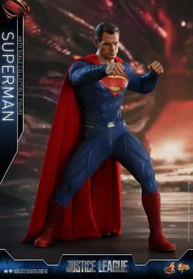 Hot Toys JL Superman (14)