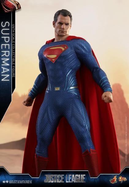 Hot Toys JL Superman (15)