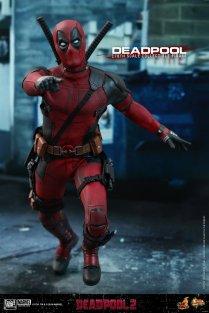 Hot Toys Deadpool (18)