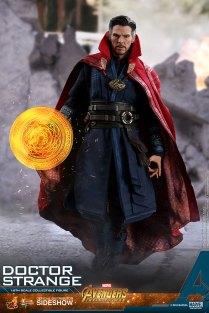 Hot Toys Doctor Strange (3)
