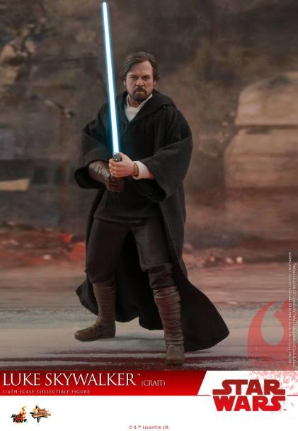 Hot Toys Luke Skywalker Crait (1)