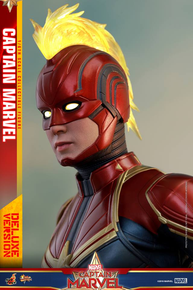 Hot Toys Goose the Cat even comes with a Captain Marvel accessory 32