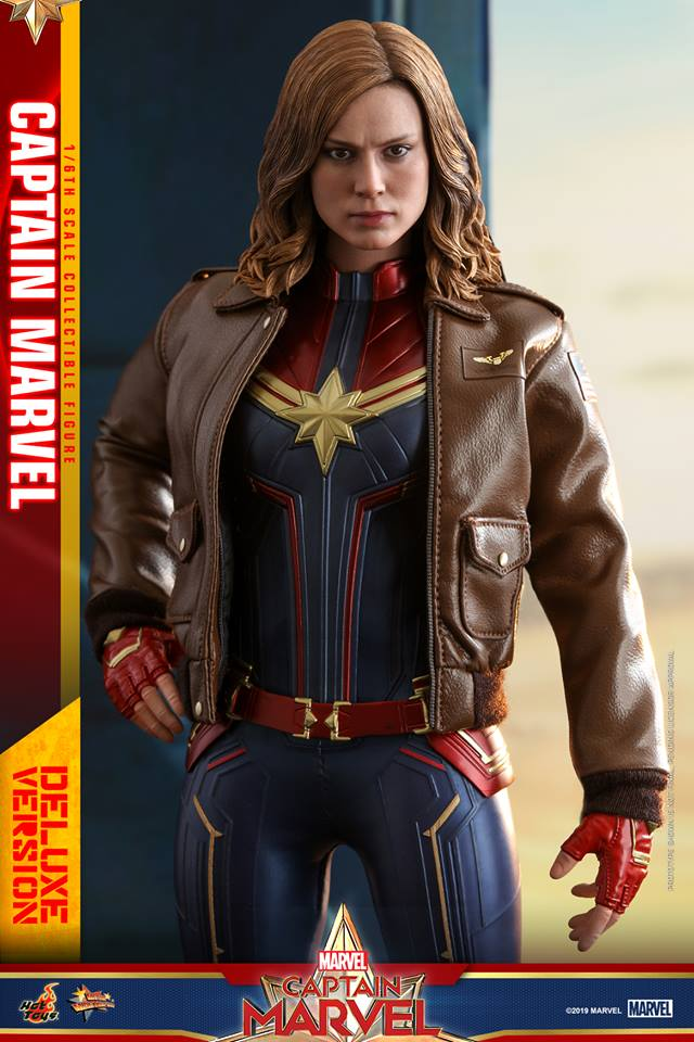 Hot Toys Goose the Cat even comes with a Captain Marvel accessory 21