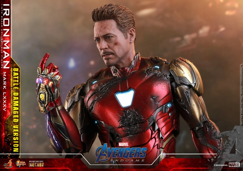 Relive (and cry about!) the best scene in Avengers: Endgame with this new Hot Toys Iron Man figure 40