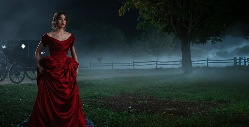 Hailee Steinfeld doesn't know how to behave like a proper young lady in this trailer for Dickinson 2
