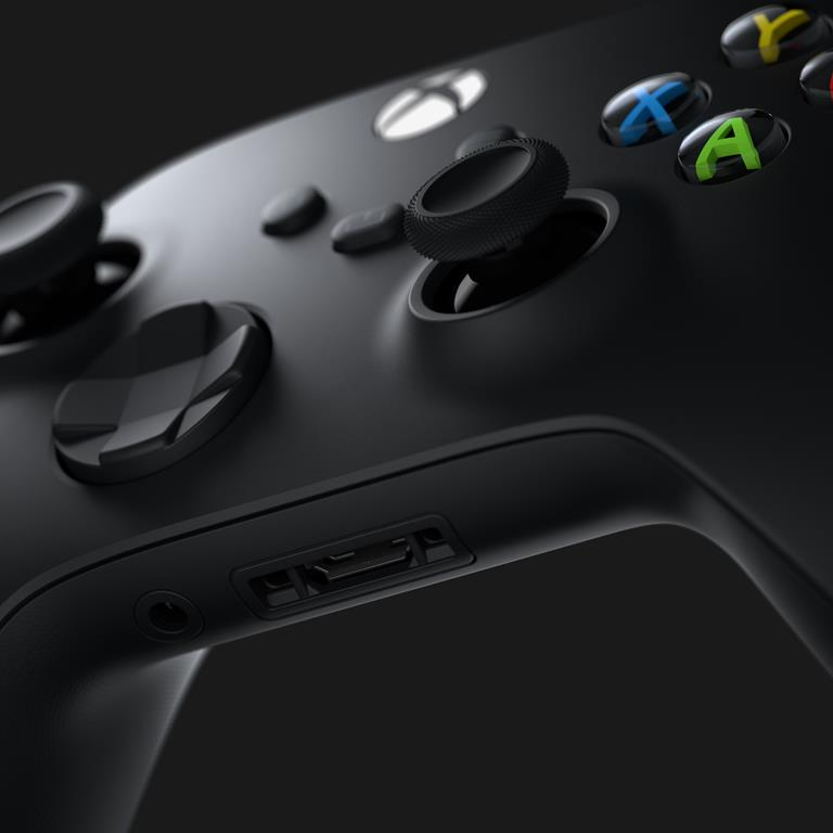 The Xbox Series X controller still has AA battery support because fans demanded it 5