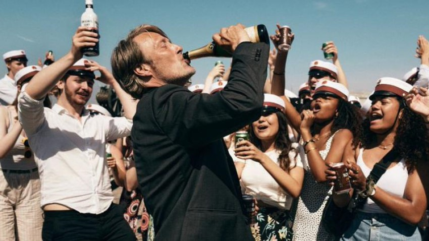 Mads Mikkelsen enjoy a bit too much of the bubbly in the drama Another Round 4