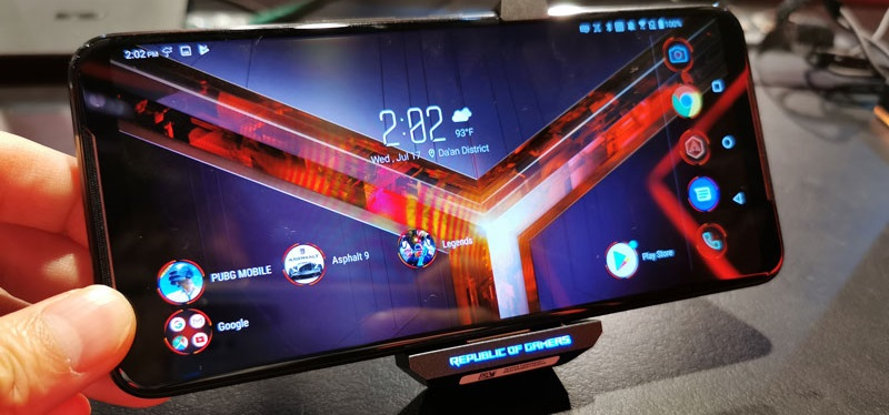 Asus ROG3 is looking to bring serious gamers to the mobile space 5