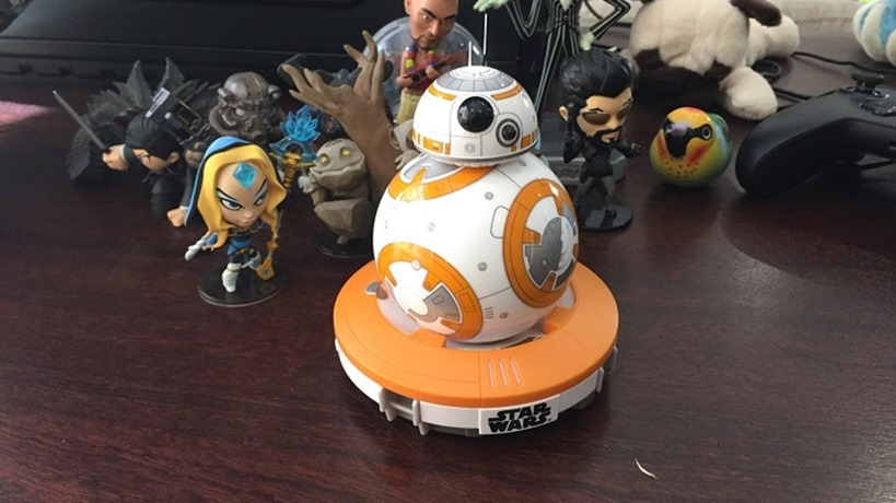 BB-8 droid unboxing