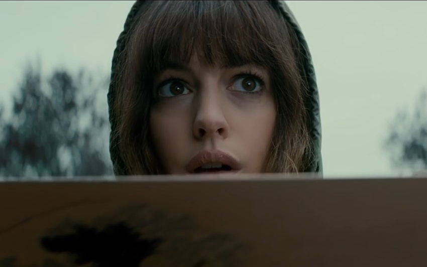Colossal Review – a surprising sci-fi rom-com thriller monster movie mash-up 5