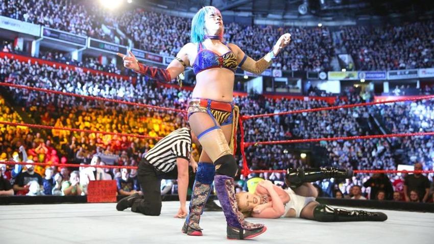 RAW November 06 (6)