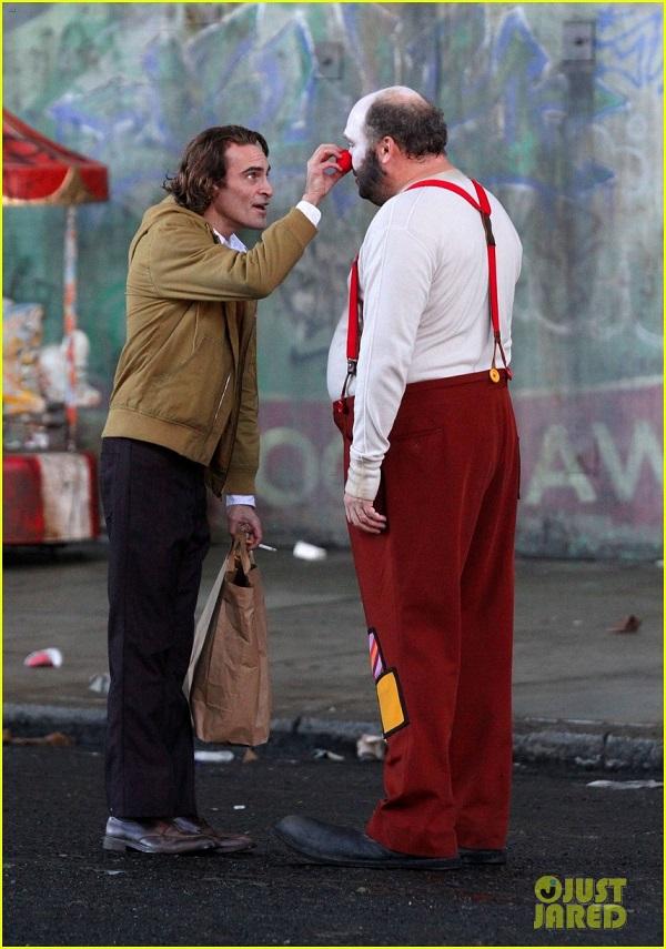 Get a first look at Joaquin Phoenix as The Joker 4