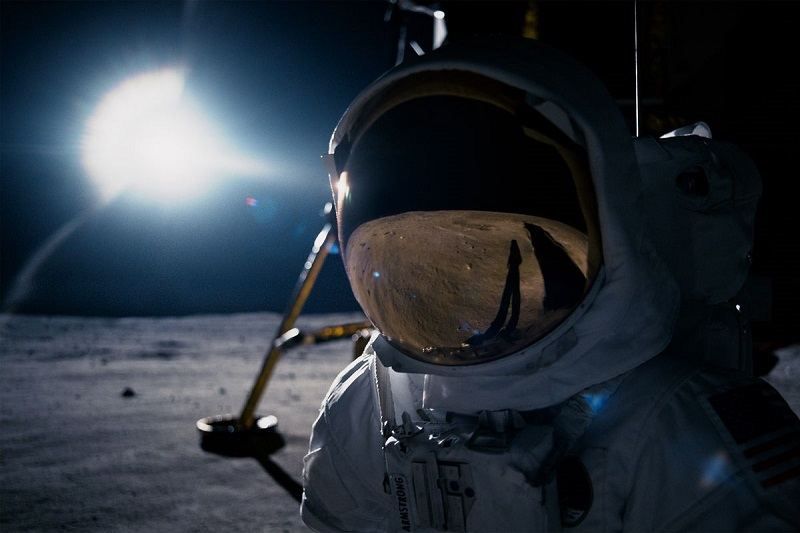 First Man review - A breathless, triumphant take on mankind's most epic journey 12